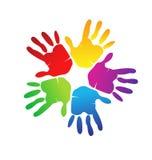 Handen kleurrijk embleem Royalty-vrije Stock Foto's