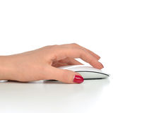 Handen klickar på den moderna datorradiomusen Royaltyfri Fotografi