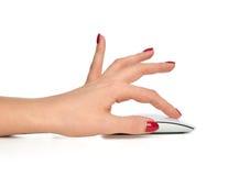 Handen klickar på den moderna datorradiomusen Arkivbild