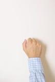 Handen knackar på dörren Arkivfoton