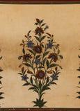 Handen m?lade den detaljerade freskom?lningen i Indien arkivbilder