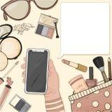 Handen med en smartphone och färgrika objekt av kvinnors skönhetsmedel i stilen av skissar Dekorativa skönhetsmedel för framsida royaltyfri illustrationer