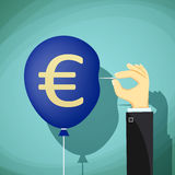 Handen med visaren tränger igenom ballongen isolerade höga för euro för valuta 3d framför upplösningssymbol vitt stoc Arkivfoto