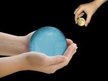 Handen met Aarde en Maan Royalty-vrije Stock Afbeelding