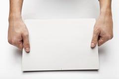 Handen met document   Stock Afbeeldingen
