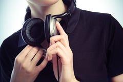 Handen met hoofdtelefoons Royalty-vrije Stock Foto's