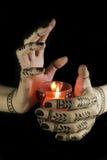 Handen met oosterse tatoegering Stock Foto's