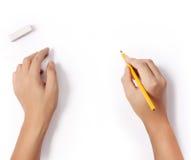 Handen met potlood stock afbeeldingen