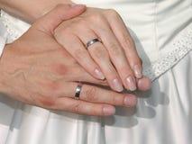 Handen met trouwringen Stock Afbeelding