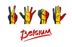 Handen op de vlagachtergrond van België het van letters voorzien met de hand geschreven België rood Stock Foto's