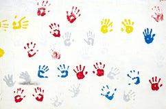 Handen op de witte muur Royalty-vrije Stock Foto