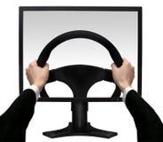 Handen op een stuurwiel in het scherm monito Stock Fotografie