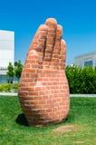 Handen på konst namngav handen, och foten för Milan skapade vid Judith Hopf Royaltyfria Bilder