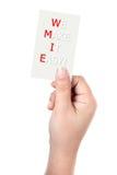 Handen rymmer affärskortet med OSS GÖR IT LÄTT! meddelande arkivbilder
