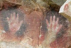 Handen skrivar ut på vägggrottan av händer i Argentina arkivbild