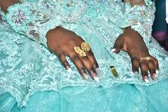 Handen van de bruid met gouden Hina, Israël 2016 Stock Fotografie
