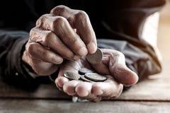 Handen van de oude mens royalty-vrije stock fotografie