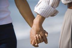 handen van echtgenoot en vrouwenholding Stock Afbeelding