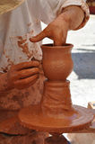 Handen van een pottenbakker, Spanje Stock Afbeeldingen