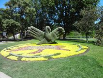 Handen van installaties worden gemaakt die Botanische tuin van Montreal Canada royalty-vrije stock foto
