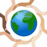 Handen van verschillende kleur van huid circumplanetary aarde Royalty-vrije Stock Afbeelding