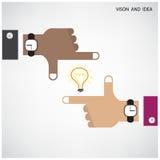 Handen van zakenman en gloeilampenteken met bedrijfs mede visie Stock Fotografie
