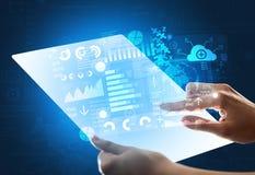 Handen wat betreft een glass-like tablet met blauwe grafieken stock afbeelding