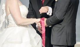 Handfasting Hochzeitszeremonie Stockfoto