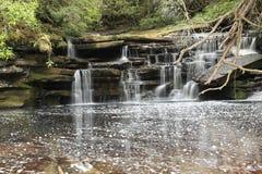 Handfat för Giluk vattenfallmaliu fotografering för bildbyråer