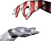 Handfingret för tigger med ger sig på USA-flaggabakgrund Royaltyfri Bild