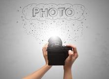 Handfoto die met het concept van de berichtwolk schieten Royalty-vrije Stock Afbeeldingen