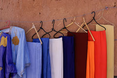 Handgefertigte Kleider in Ait Benhaddou, Marokko Lizenzfreie Stockfotografie