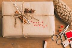 Handgefertigtes und ökologisches Weihnachtspaket Stockfotografie