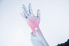 Handgelenkverletzung in den Menschen Handgelenkschmerz, Gelenkschmerzenleute medizinisch, Monotonhöhepunkt am Handgelenk Lizenzfreie Stockfotos