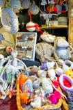 Handgemachte Andenken und Waren während des Riga-Weihnachtsmarktes Lizenzfreie Stockfotografie