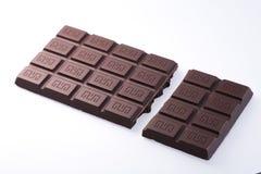 Handgemachte, Bioschokolade auf Weiß Lizenzfreie Stockfotos