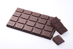 Handgemachte, Bioschokolade auf Weiß Lizenzfreie Stockbilder