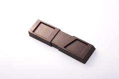Handgemachte, Bioschokolade lokalisiert auf Weiß Lizenzfreie Stockfotos