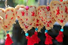 Handgemachte dekorative Elemente in Form von Herzen Lizenzfreie Stockfotografie