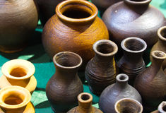 Handgemachte Keramikkrüge Stockbild