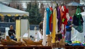 Handgemachte Kleidung für Verkauf lizenzfreies stockbild