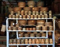 Handgemachte Lao Craft gesponnene Bambusprodukte von Luang Prabang stockfotos