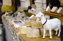 Handgemachte lokale Käsezusammenstellung Lizenzfreies Stockbild