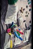 Handgemachte nähende Matte hergestellt von den Threads, von den Nadeln und von den Knöpfen lizenzfreies stockfoto