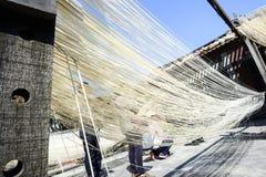 Handgemachte Nudeln Changhua Lukang Fuxing - 22. Oktober 2017: Die traditionelle Weise, feines Mehl in Taiwan zu trocknen Stockbilder
