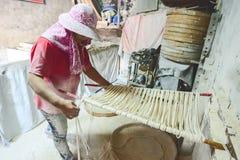 Handgemachte Nudeln Changhua Lukang Fuxing - 22. Oktober 2017: Die traditionelle Weise, feines Mehl in Taiwan zu trocknen Lizenzfreie Stockfotos