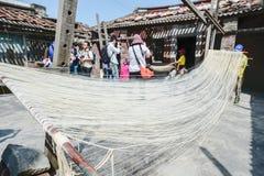Handgemachte Nudeln Changhua Lukang Fuxing - 22. Oktober 2017: Die traditionelle Weise, feines Mehl in Taiwan zu trocknen Lizenzfreie Stockbilder