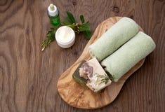 Handgemachte organische Seife und Gesichts-Creme Stockbild
