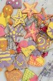 Handgemachte Plätzchen des hellen und netten Lebkuchens Stockbild