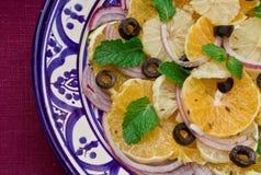 Handgemachte Platte mit Zitrusfruchtsalat Lizenzfreie Stockfotografie